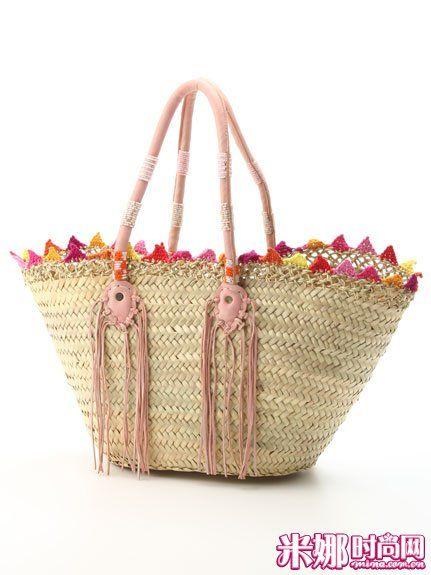 时尚 装饰 草编/彩色钩花和流苏装饰的草编包时尚靓丽。
