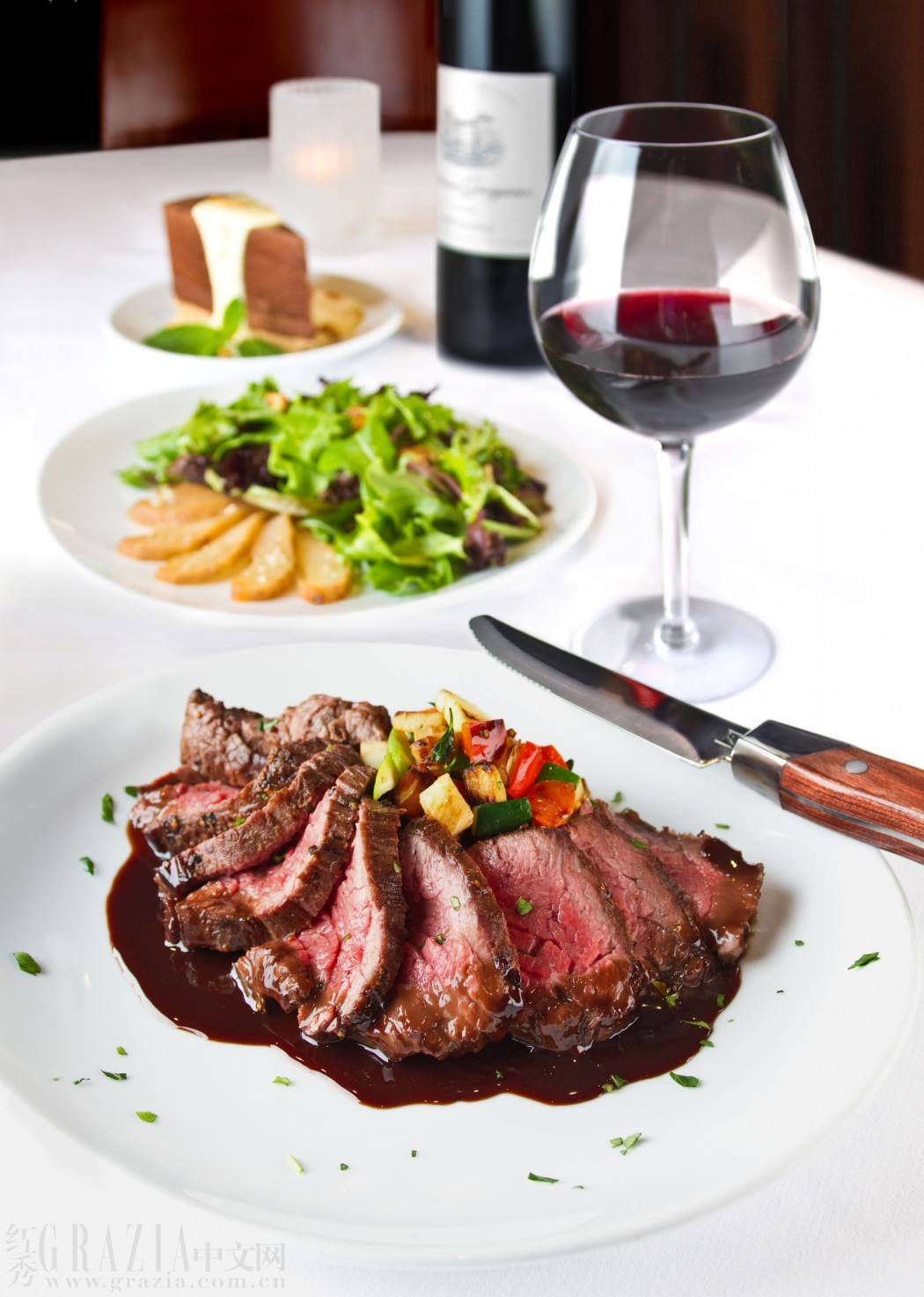经典搭配吃出牛排与葡萄酒的 幸福感