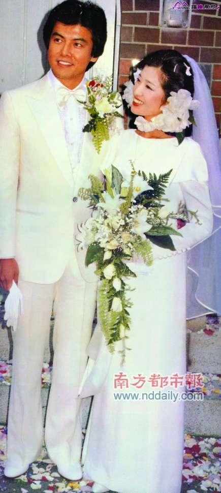 三浦友和与山口百惠婚纱照(图片来源:南方都市报)-娱评 成家30年 图片