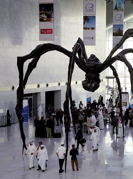 波斯湾/卡塔尔首都多哈国家会议中心是波斯湾地区绿色建筑的典范。(自...