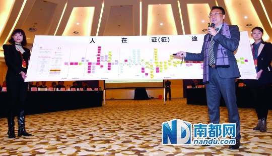 """<p>    昨日,在广州市两会政协各界别委员代表座谈会上,委员曹志伟现场展开一幅长3 .8米的""""人在证途""""长卷,列明个人一生常见办证就超百个,以此直观展现市民办证的繁冗和不易。他吐槽说中国人一辈子不是在办证,就是在办证的路上。这张图引起广州市委书记万庆良的极大关注。 南都记者马强摄</p>"""