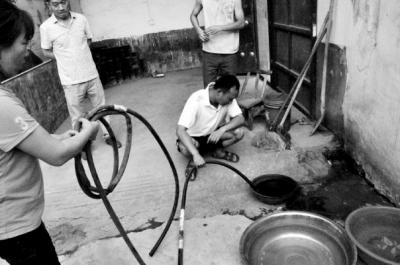 河南一村庄地下水疑被污染 井水点火就着(图),许昌市邮编,许昌租房,许梦圆,升迁有道,升平公主,升降椅