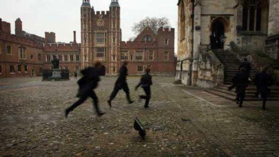 望子成龙的外国家长们正在竭尽全力让自己的孩子挤进英国的顶尖私校