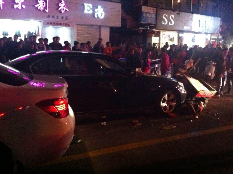 遇见前男友约会他人 女子驾车撞人-中国学网-中