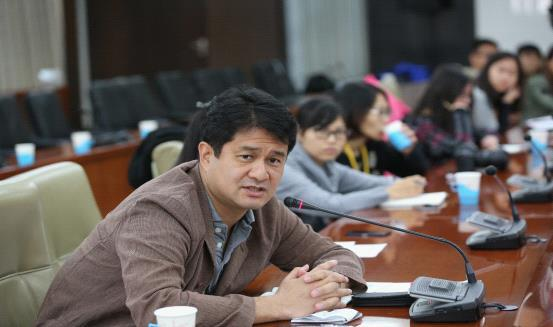 冬奥申委宣传部长王惠向APEC记者介绍申办情况