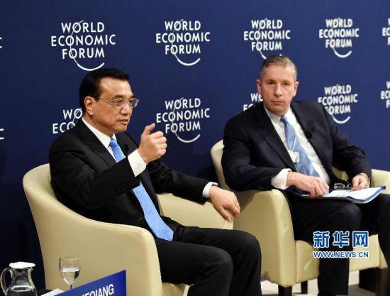 1月21日,中国国务院总理李克强在瑞士达沃斯出席与世界经济论坛国际工商理事会代表对话会。 新华社记者饶爱民摄