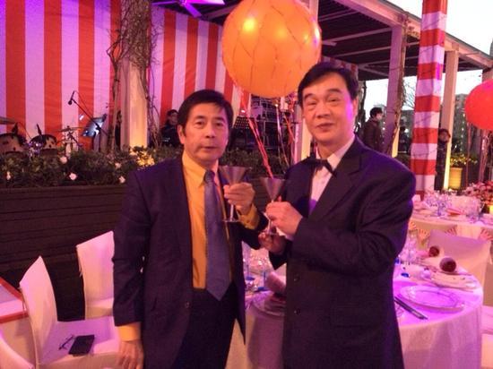 周爸(左),右为周董音乐启蒙老师甘博文。