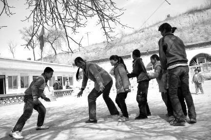 陕西女教师偏远山村教书19年9名学生分4个班