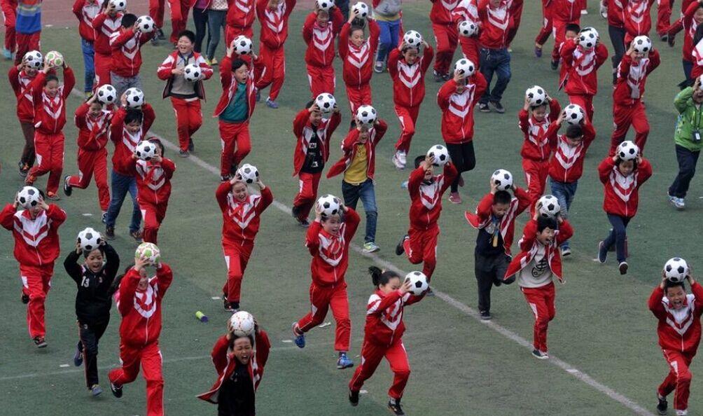 河南洛阳小学生课间跳问题操(图)v问题小学存在班主任足球图片