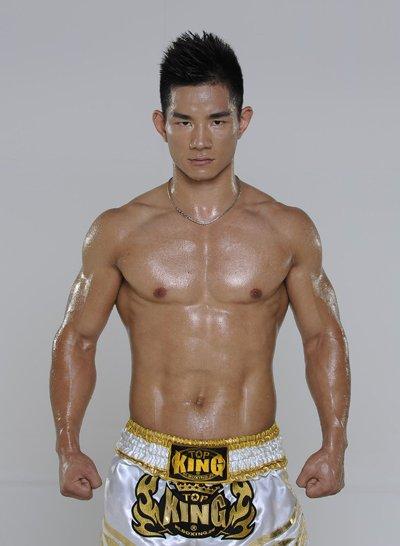昆仑决明星选手杨建平:世界搏击锦标赛冠军
