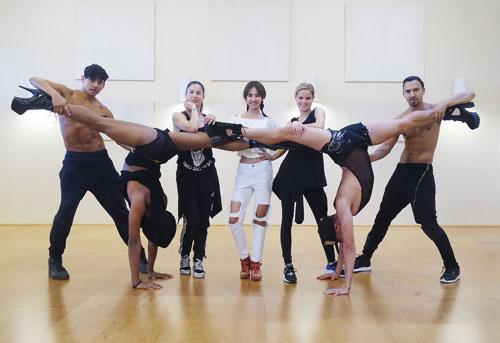 JOLIN与全球精英舞者练舞照