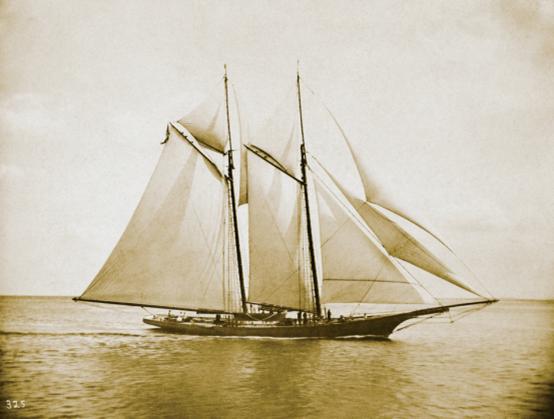美洲杯帆船赛 首届赛事在1851年于英国维特岛举行,由名为[America]从帆船夺得。自此这个奖杯便名为[America's Cup],并赠予纽约游艇俱乐部。 Bremont 宝名表创办人Nick English与Giles English童年时曾居住在由曾任皇家空军机师及持航空工程学博士学位的父亲Euan English 所製造的帆船上。Euan English在航空、帆船建筑及钟表製作的丰厚知识,启发了两名儿子在2002 年成立Bremont 宝名表钟表公司。修读造船工程的Giles