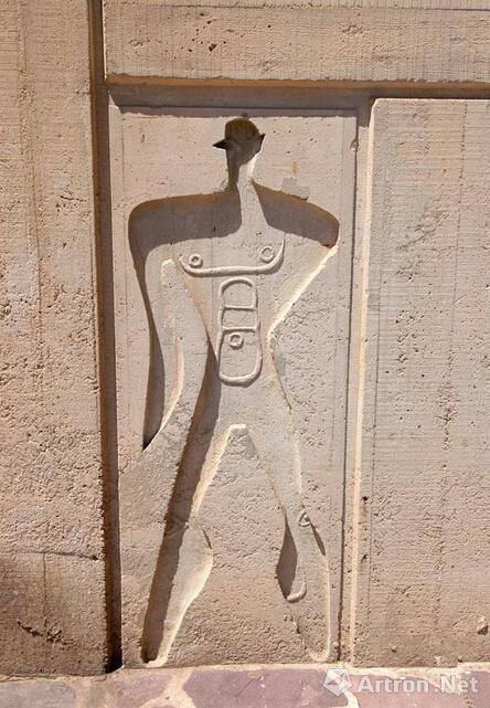 """马赛公寓所刻的标示""""模度""""的人的尺度"""