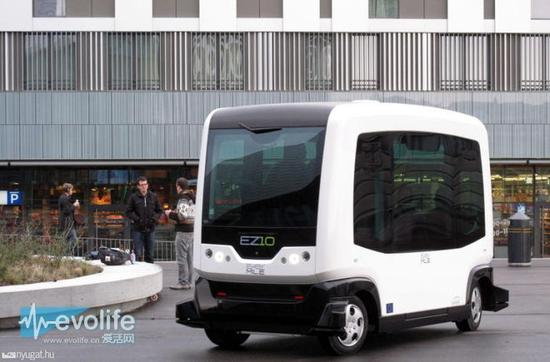 法国EasyMile无人驾驶公交车EZ10投入运营真的没有方向盘