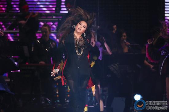 [明星爆料]张惠妹跨年夜high唱《三天三夜》 又被罚12万