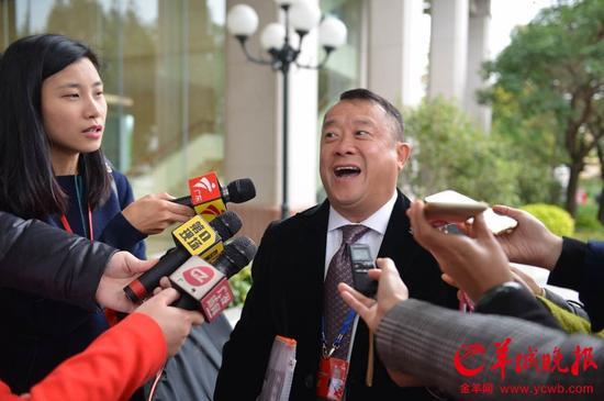 [明星爆料]广州市政协会议开幕 曾志伟关注交通拥堵