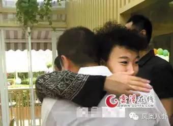雖然王菲離婚了,但竇靖童還管李亞鵬叫「爸」(圖)