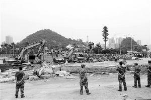 万平东 深圳/东角头两公里非法码头被强拆。