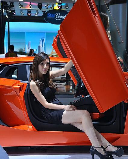 兰博基尼工体测试 豪车搭讪美女是否能被