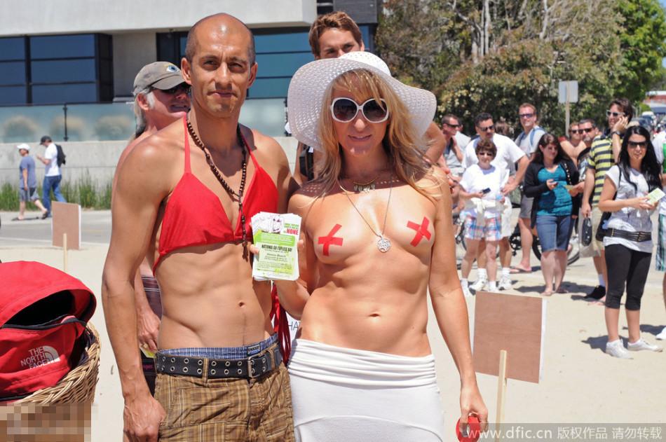 国际裸胸节女人打赤膊男人带胸罩