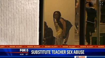 师强行为17岁男学生口交