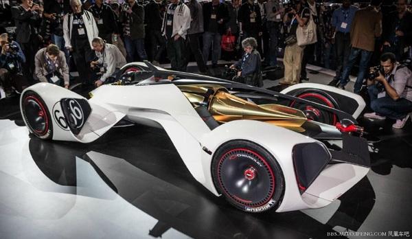] --> 该车是雪佛兰专为PS3赛车游戏《Gran Tuismo 6》打造的虚拟车款,设计灵感来自外太空旅行与未来飞行器,动力来自中置镭射动力引擎,利用冲击被远离,产生巨大动力性能,提供900马力的最大动力输出,096km/h加速仅需1.5秒,极速386km/h。