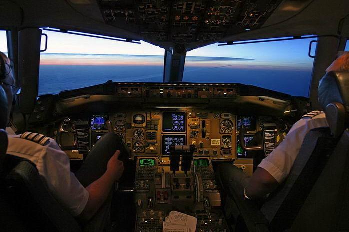 飞机驾驶舱(资料图)