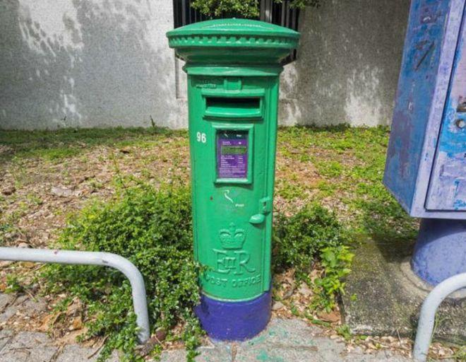 绿色邮筒矢量图