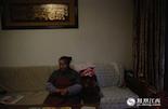 55岁的徐和妹呆坐在位于南昌杨子洲的家里,隔壁的沙发是儿子生前每天坐着看电视的位置。四年前,她的独生子因脑瘤去世。随后,儿媳妇选择离开,让这个本就悲伤的家庭更显得冷冷清清。