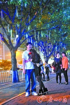 火树银花点亮天河商圈 现拟改长期亮灯