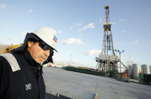 波兰页岩气储量达5.3万亿立方米,居欧洲各国之首。图为位于波兰东南部莱斯尼奥维茨村附近的钻井平台。