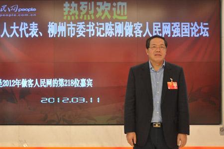 柳州市委书记陈刚,他和广大的网友一起探讨城市森林