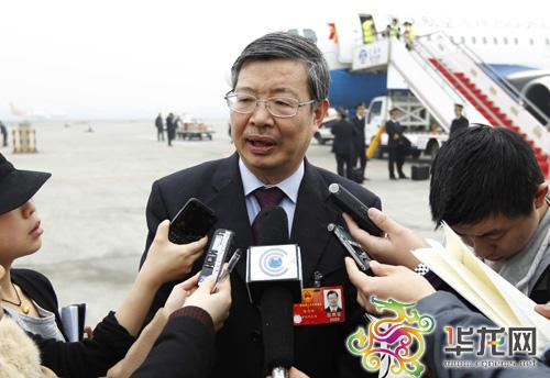 全国人大代表陈忠林接受重庆媒体采访 记者 李文科 摄