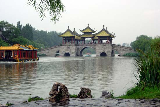 目前营销中心已与国内上航,大通,青岛康辉,北京中商,武汉大华等多个