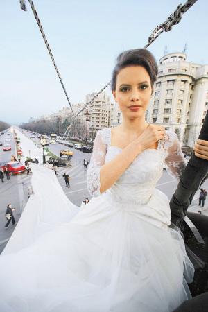 世界最长婚纱长达3000米