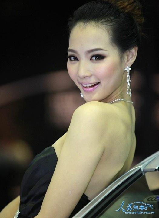 北京现代2012北京车展模特曝光:吴丽雯