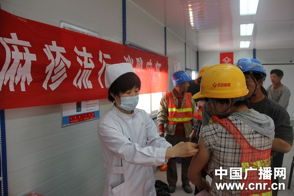 北京为外来务工人员打疫苗