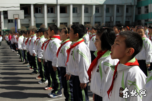 亲近集体承续传统哈尔滨千名小学生主题诵读经典小学生演讲稿英语图片
