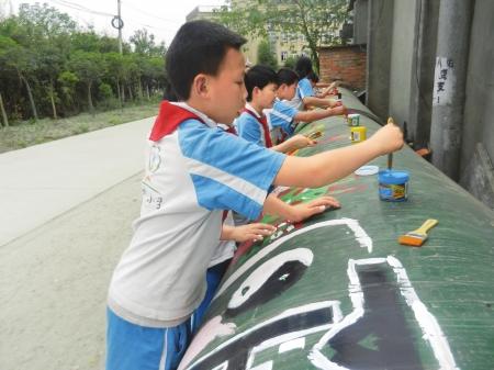 """小学生涂鸦乡间小道变成""""798""""_资讯频道_凤凰网"""