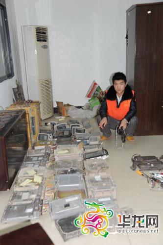 警方缴获的被盗挖掘机电脑主板 重庆市公安局刑警总队供图 华龙网发