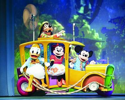 这些卡通明星要进行大选秀,米奇是导演,米妮是服装设计,高飞是舞台