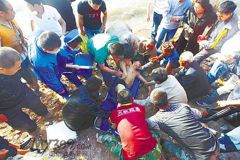 亲哥俩江中摸蛤蜊溺水哥哥死亡弟弟仍在打捞尿视频憋女生上课图片