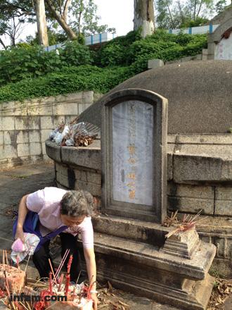 """叶琪墓在""""文革""""时被掀去墓顶,直到1985年才得到修缮。  (南方周末记者 朱晓佳/图)"""