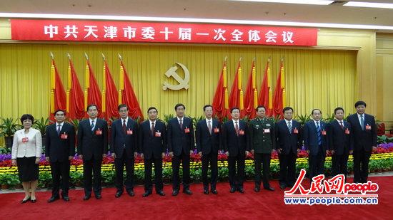 "市委常委合影src=""http://y3.ifengimg.com/news_spider/dci_2012/05/dd632e84fac3f85f0ef540d7a30c4970.jpg"""