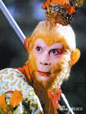 新闻背景:曾在83版《西游记》中塑造了难以超越的美猴王形象的演员六小龄童,日前透露将筹拍电影版《西游记》,为此他将于下月赴美与卡梅隆等名导接洽,甚至要在知天命之年为此再披虎皮裙,出演孙悟空。 据了解,六小龄童此前已为电影版《西游记》筹备了五六年,之所以没有开拍主要因为多部不可思议的剧本都难过六小龄童的关。对于该片,六小龄童希望剧本结构要国际化,但核心还是中国的文化,这点不能变。同时他也透露,下月将赴美与重量级电影人接洽,希望邀请国际团体来打造,更不会排斥将影片制作成3D版本,他说:我想找美国编剧重新