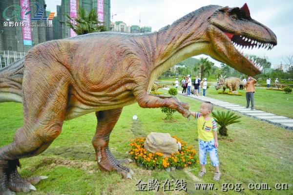 主办者介绍,此次大型恐龙科普文化展采用了100头骨架龙,仿真龙,在时间