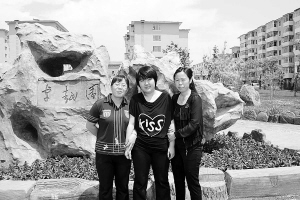 姚云秀老师(左)与张诗晗母女