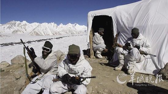 除了面临冻伤和不期而至的雪崩,还受到高原肺水肿及高原脑水肿等威胁.