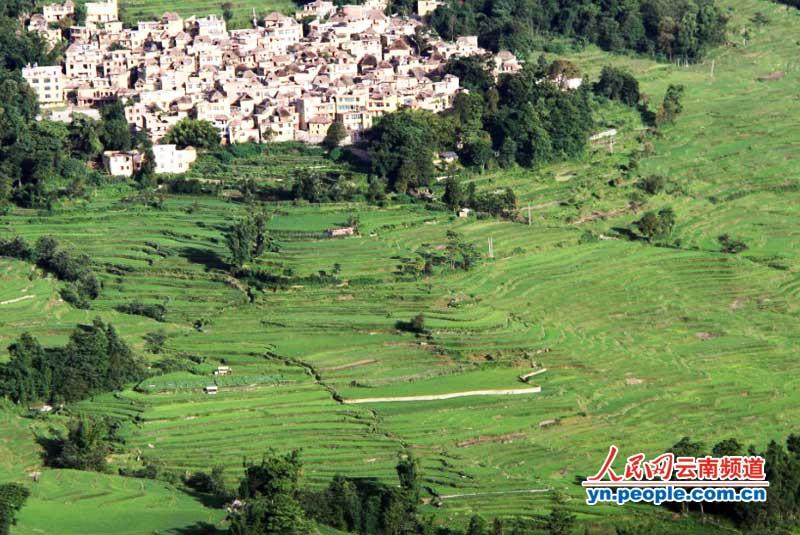 元阳梯田位于云南省元阳县的哀牢山南部,是哈尼族人世世代代留下的