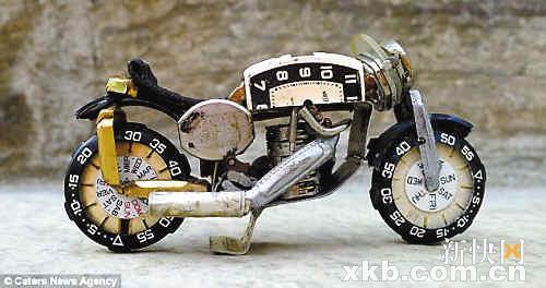 废弃手表零件制摩托车模型